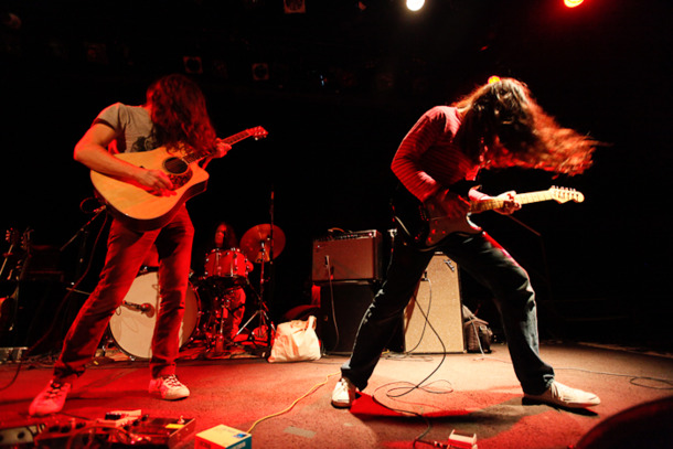 Kurt-vile-and-the-violators-rocking-out.2